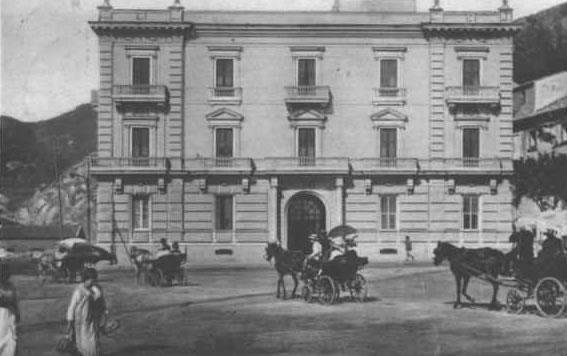 Piazza XX settembre Palazzo Centola1920